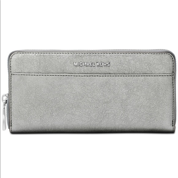263802bd86f9 Michael Kors Bags   Sale Ziparound Continental Wallet   Poshmark